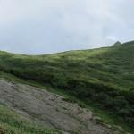 湿原より頂上方面
